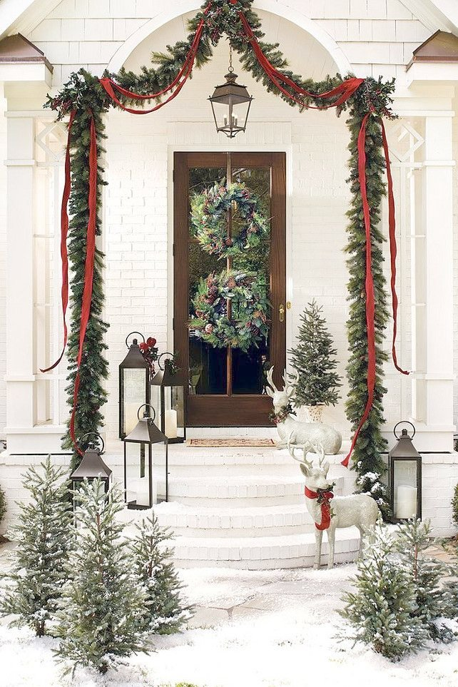 Exceptional Xmas Front Door Decorations   37 Beautiful Christmas Front Door Decor Ideas