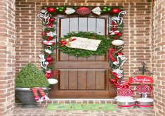 Amazing Xmas Front Door Decorations   35 Christmas Door Decorating Ideas   Best Decorations For Your Front Door