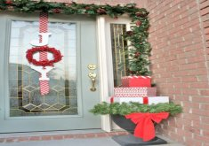Xmas Front Door Decorations   Stunning Christmas Front Door Decor Ideas